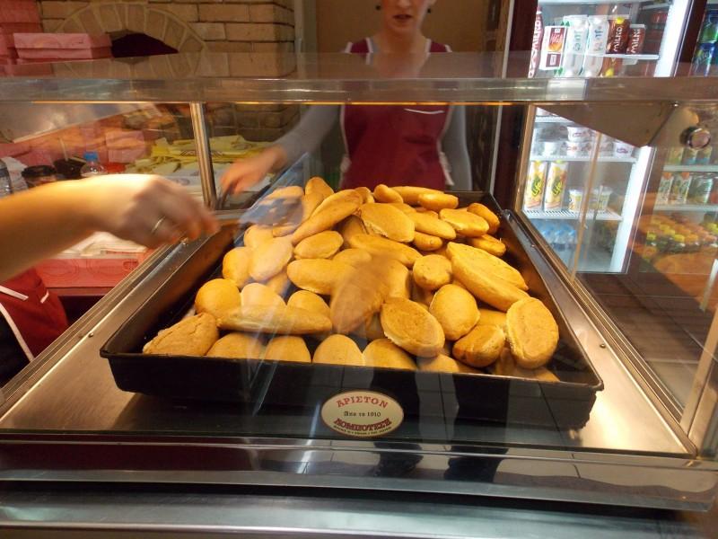 Ο φούρνος που έχει κλείσει 109 χρόνια ζωής και φτιάχνει την περίφημη, χειροποίητη, βουτυράτη τυρόπιτα κουρού! - Γεύση