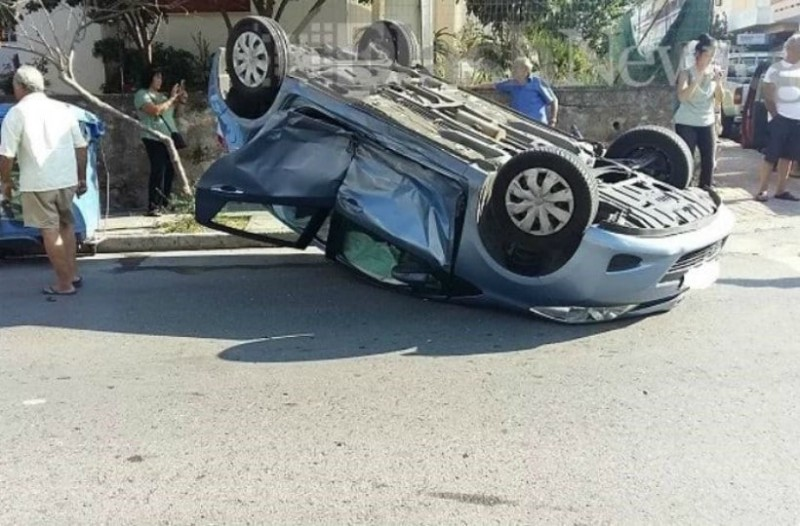 Κρήτη: Αυτοκίνητο τούμπαρε στο κέντρο των Χανίων!