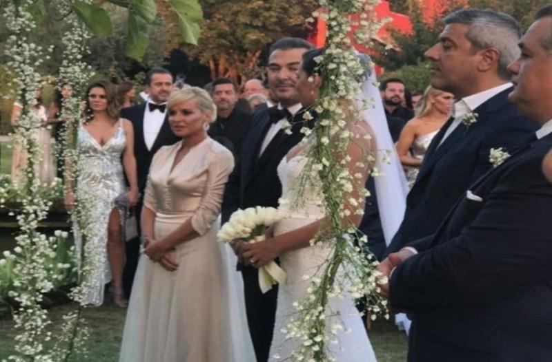 Καραγκιοζιλίκια στον γάμο Ρέμου - Μπόσνιακ: Έξοργισμένος ο τραγουδιστής με την παρουσία που τον έκανε έξαλλο!