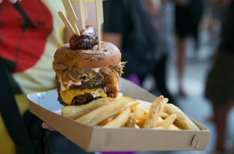 Meat Lab: Το σαντουιτσάδικο στο κέντρο της Αθήνας που το κρέας... καπνίζεται για ώρες!