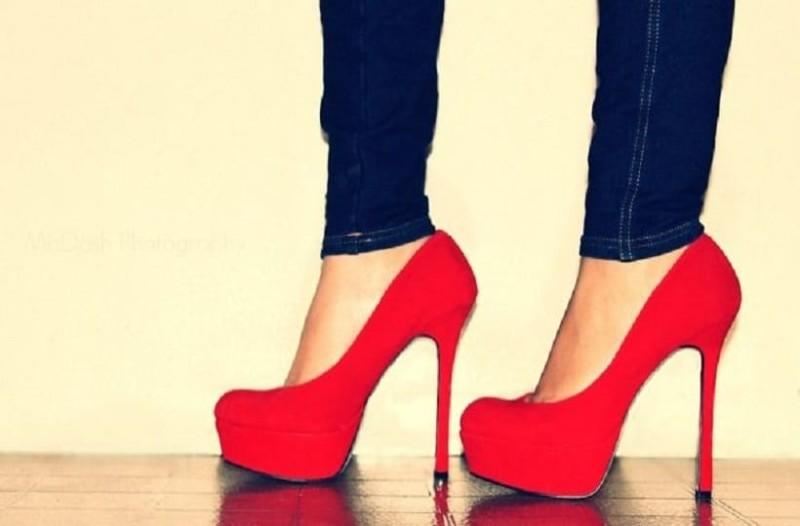 Το κόλπο για να φοράτε ψηλά τακούνια χωρίς να πονάτε!