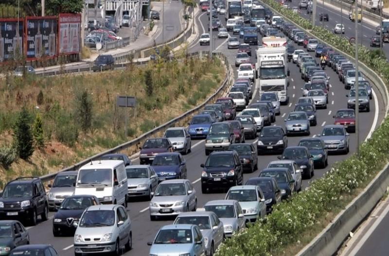 Ουρές χιλιομέτρων στην Εθνική οδό Αθηνών-Λαμίας!