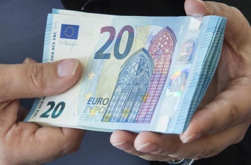 Μεγάλη ανάσα: 916 ευρώ στις τραπεζικούς σας λογαριασμούς!