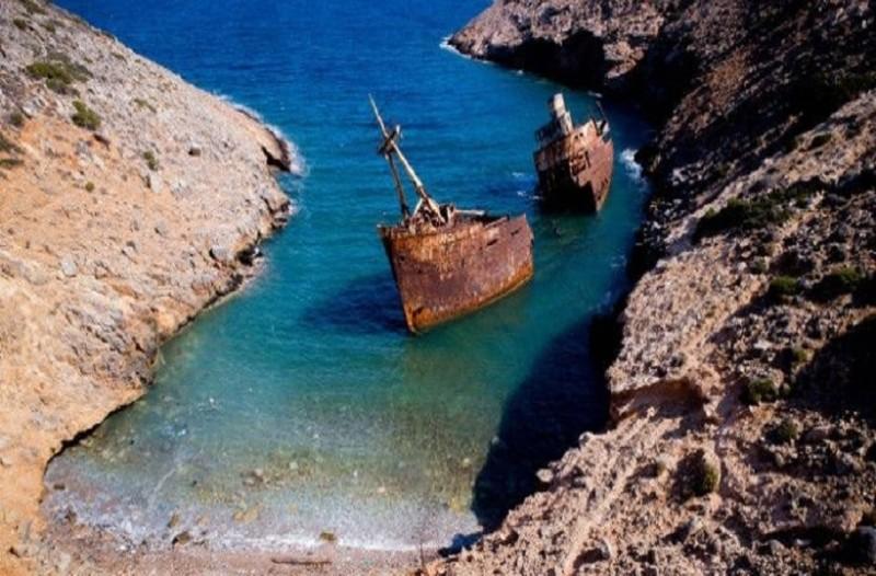 Θαυμάστε το εντυπωσιακό ναυάγιο της Αμοργού! (photos)