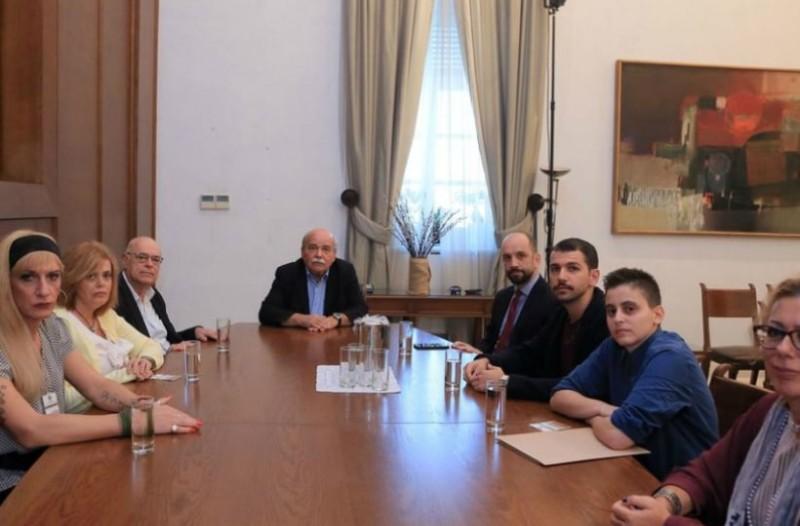 Στο γραφείο Βούτση μέλη της ΛΟΑΤΚΙ κοινότητας για τον θάνατο του Ζακ Κωστόπουλου