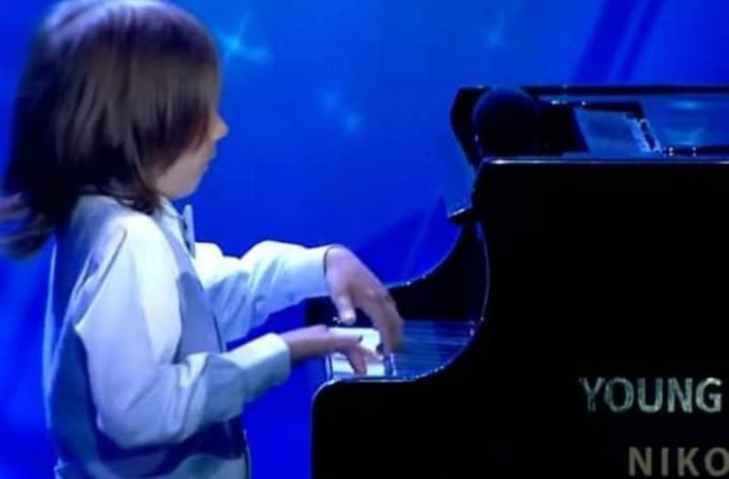 «Ελλάδα έχεις ταλέντο»: Ο μικρός Στέλιος που κέρδισε το κοινό με το πιάνο του (video)