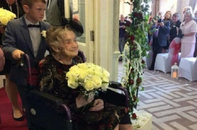 Ποτέ δεν είναι αργά! Την είχε αστεφάνωτη 30χρόνια και την παντρεύτηκε όταν πάτησε τα... 100 (photos)