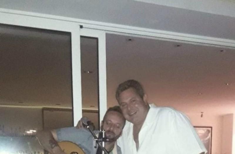 Το μουσικό γλέντι του Πάνου Καμμένου στο σπίτι παρέα με τον... Τριανταφυλλόπουλο!