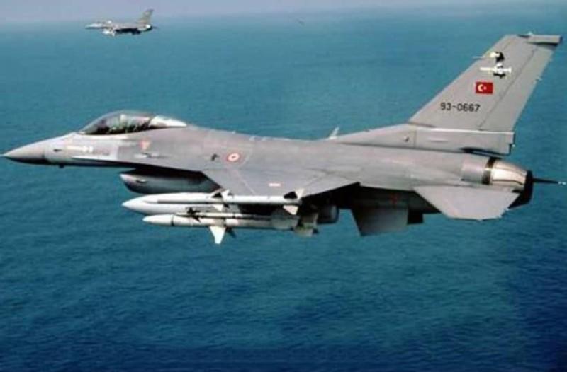 Νέες τουρκικές προκλήσεις: Εκπαιδευτικό αεροσκάφος πέταξε πάνω από τη νησίδα Παναγιά