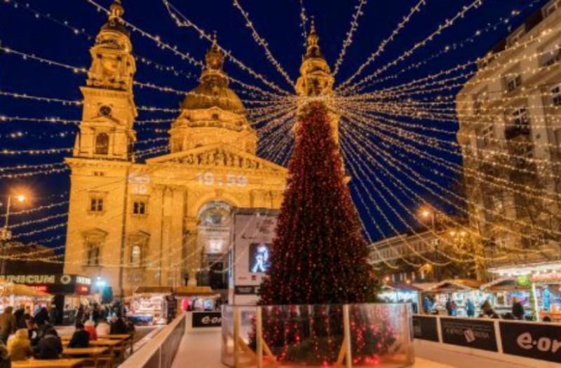 Ryanair: Κάντε Χριστούγεννα σε διάσημο προορισμό με μόνο 74.45 ευρώ!