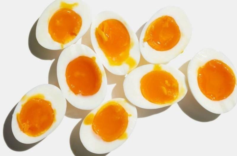Άρχισα να τρώω 3 βραστά αυγά την ημέρα για ένα μήνα και ιδού τα αποτελέσματα (video)