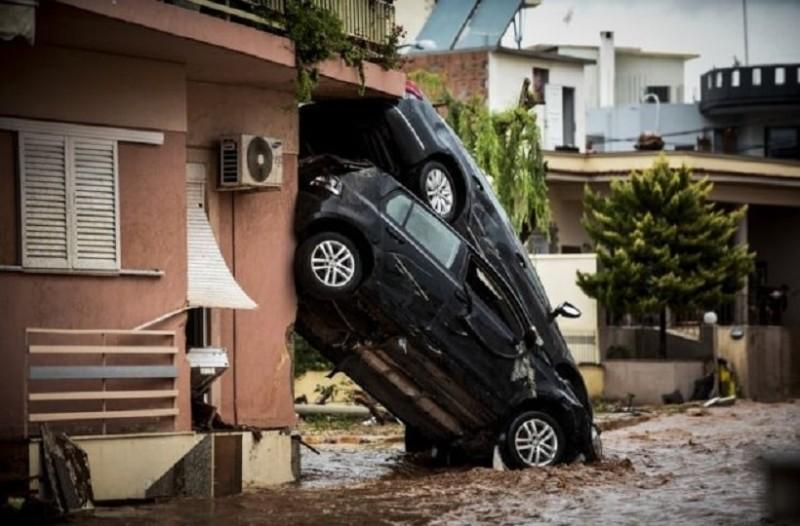 Σαν σήμερα στις 15 Νοεμβρίου το 2017 η Μάνδρα μετατρεπόταν σε πολιτεία κάτω από τη λάσπη με αποτέλεσμα 24 άνθρωποι να βρουν τραγικό θάνατο!
