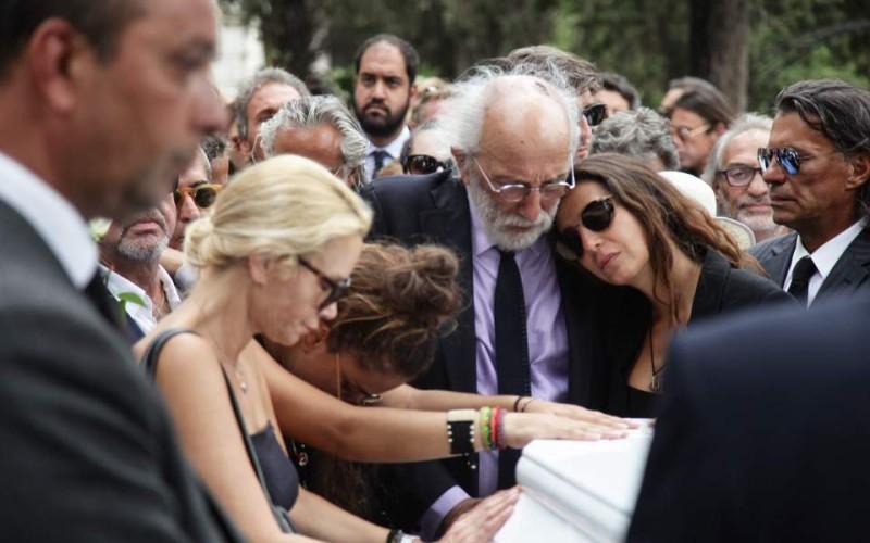 Στα μαχαίρια η οικογένεια μετά τον θάνατο της Ζωής Λάσκαρη: Η Ζένια δεν μιλάει με τον παππού της, Αλέξανδρο Λυκουρέζο!