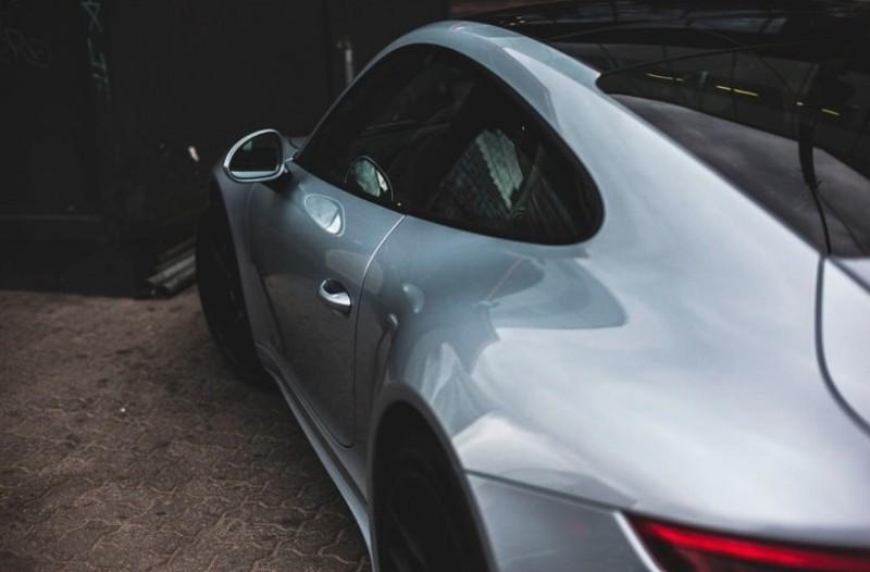 Απίστευτο: Έπαθε την... πλάκα του μόλις αντίκρισε την παρκαρισμένη του Porsche! (Video)