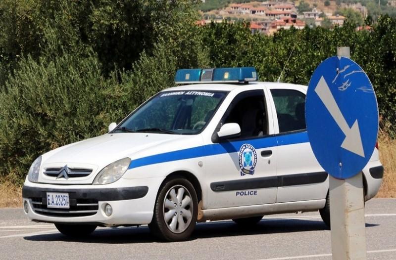 Απίστευτο περιστατικό στη Φθιώτιδα: 68χρονος απείλησε την κόρη και τον γαμπρό του με τσεκούρι!