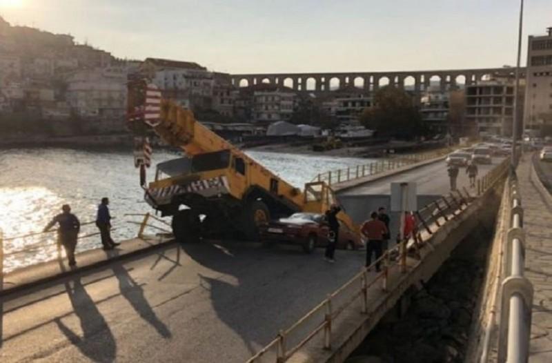 Σοκ στην Καβάλα: Κατέρρευσε γέφυρα, εγκλωβισμένοι οδηγοί! (photos)
