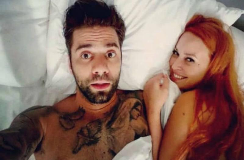 Η φωτογραφία της Χρηστίδου με τον Μαραντίνη γυμνό που
