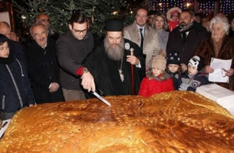 Απίστευτο: Γιγάντιο Χριστόψωμο 400 κιλών στη Χαλκιδική!