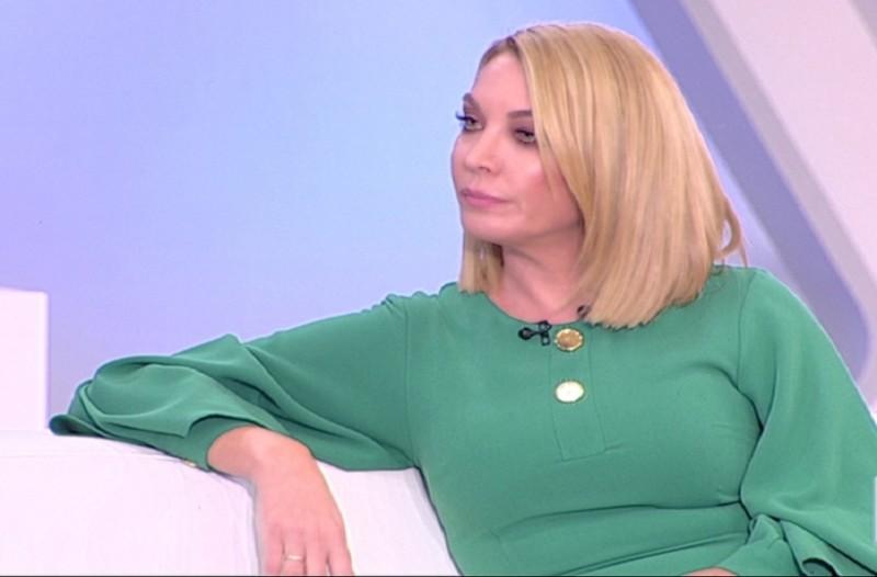 Η Τατιάνα Στεφανίδου ξεφτιλίζει δημόσια την Μπεζαντάκου! - «Έγινες γνωστή  επειδή πήγες με τον 04242349a40