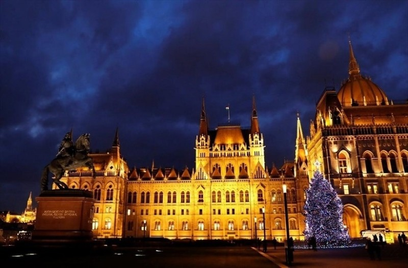 Η φωτογραφία της ημέρας: Στιγμιότυπο από τη Βουδαπέστη με το γιορτινό της στολισμό!