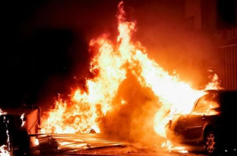 Χαμός στο κέντρο της Αθήνας: Φωτιές και οδοφράγματα στα Εξάρχεια! (photos)