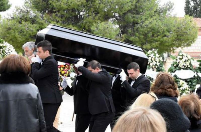 Θρήνος και βουβός πόνος στην κηδεία της Μαριάννας Τόλη! (photos)