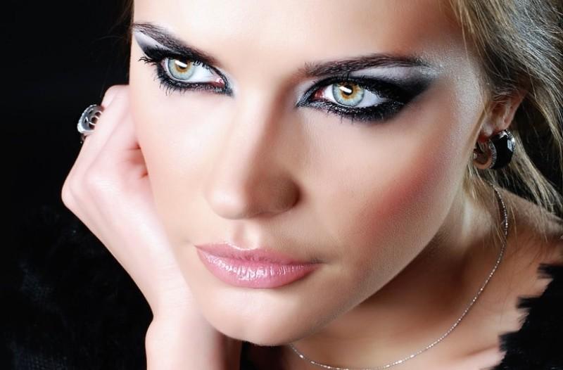 Κορίτσια δώστε βάση: Έξυπνα tips για να δείχνουν τα μάτια σας μεγαλύτερα!