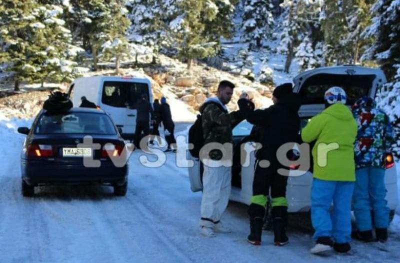Επισκέπτες κατακλύζουν το Χιονοδρομικό Κέντρο Παρνασσού (photos)