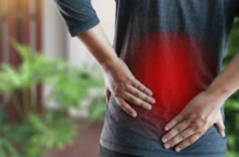 Πόνος στη μέση: Πότε δείχνει ανεύρυσμα, αρθρίτιδα, πέτρες στα νεφρά