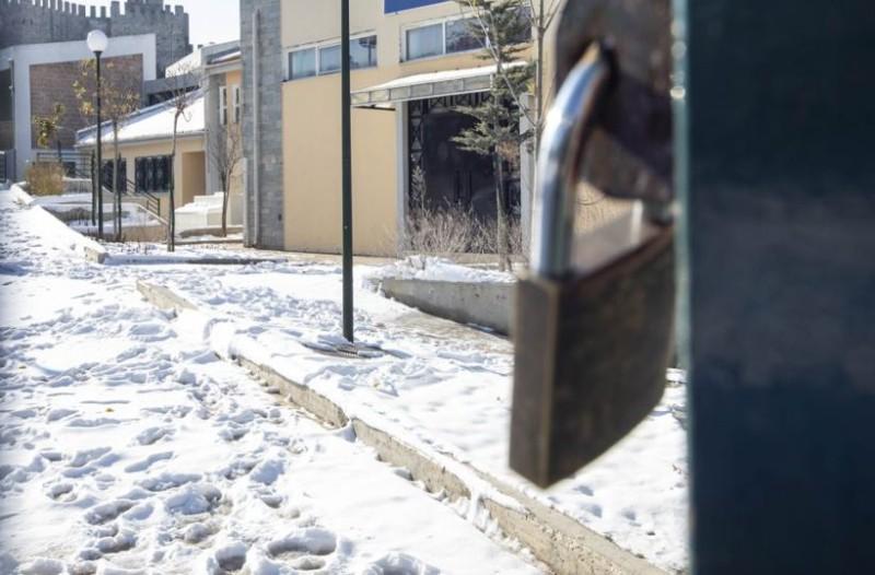 Έσκασε τώρα: Αυτά τα σχολεία της Αττικής θα είναι κλειστά αύριο, Τετάρτη, λόγω χιονιά!