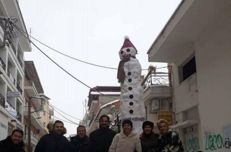 Πού φτιάχτηκε ο μεγαλύτερος χιονάνθρωπος στην Ελλάδα; (photos+video)