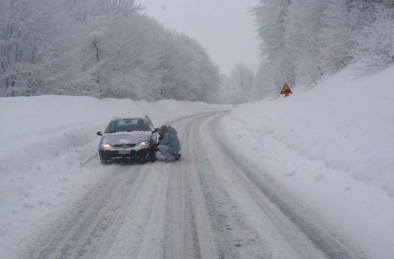 Ακόμα κλειστή παραμένει η λεωφόρος Πάρνηθος λόγω χιονιά!
