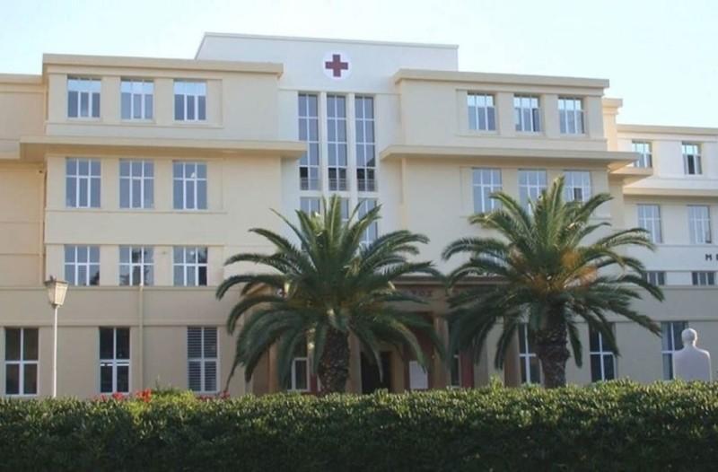 Απίστευτο κι όμως αληθινό: Ασθενής μαχαίρωσε νοσηλεύτρια στον «Ερυθρό Σταυρό»!