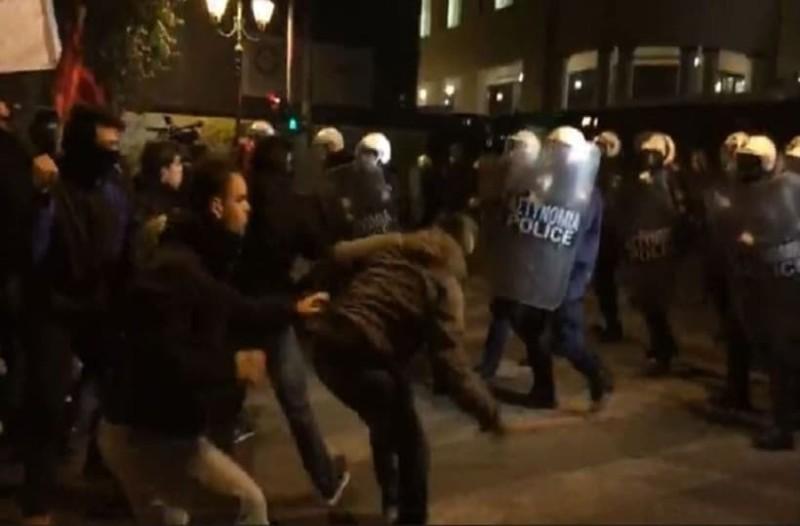 Επεισόδια στο κέντρο της Αθήνας! Μάχες σώμα με σώμα!