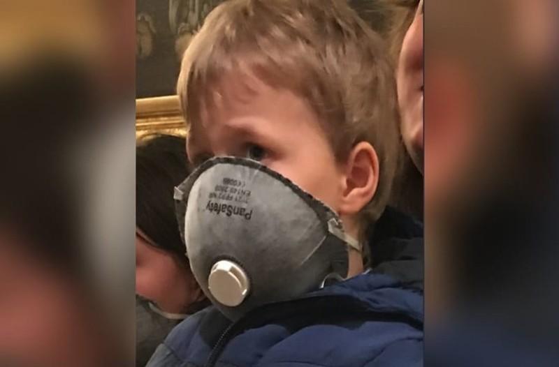 Συλλαλητήριο για τη Μακεδονία: Η φωτογραφία του μικρού αγοριού με τη μάσκα έκανε τον γύρο του διαδικτύου!