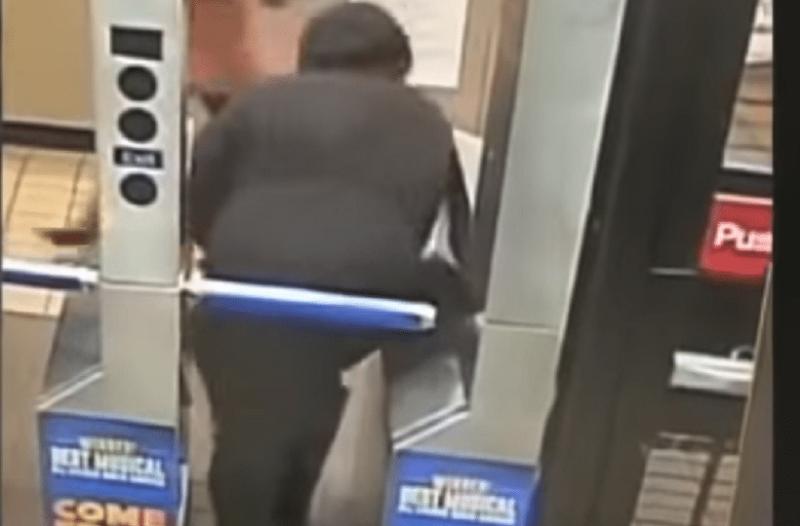 Οι τσαμπατζήδες δεν είναι μόνο εγχώριο φαινόμενο! - Δείτε τι γίνεται στο μετρό της Νέας Υόρκης! (Video)