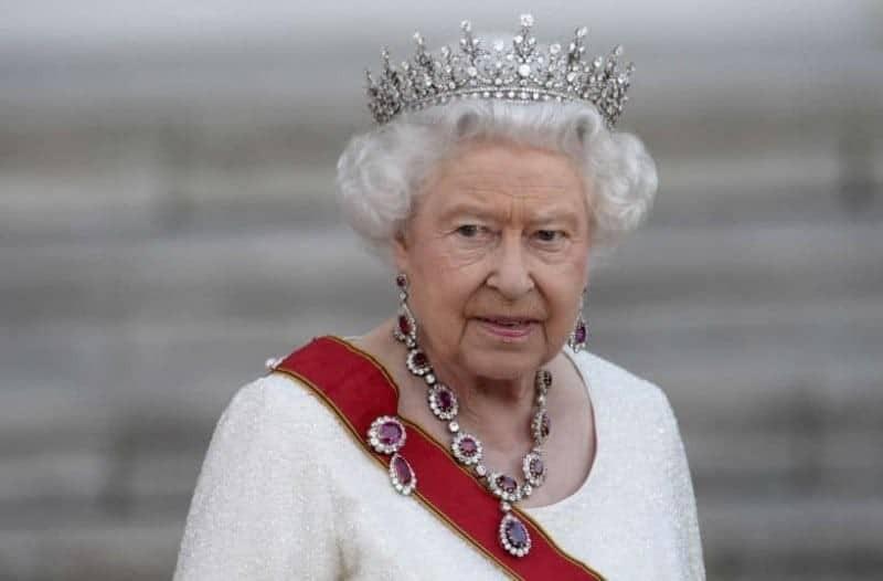 Γιατί ποιο λόγο η βασίλισσα Ελισάβετ δεν έχει δίπλωμα οδήγησης, ενώ οδηγεί!