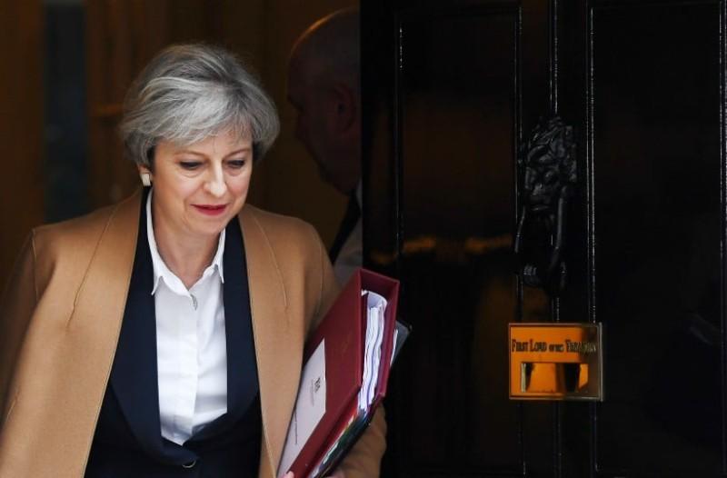 Βρετανία: Η Τερέζα Μέι επιβίωσε της πρότασης μομφής!