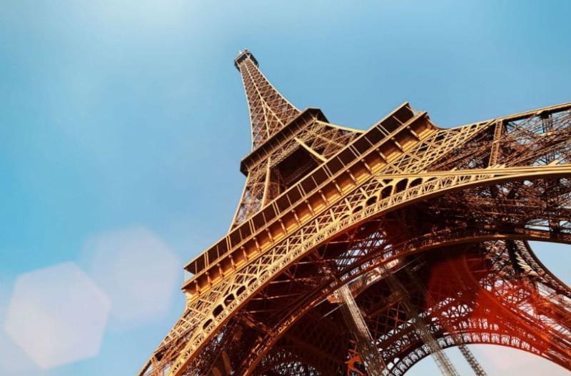 Εντυπωσιακό: Ξενάγηση στον Πύργο του Άιφελ σε ένα λεπτό! (video)