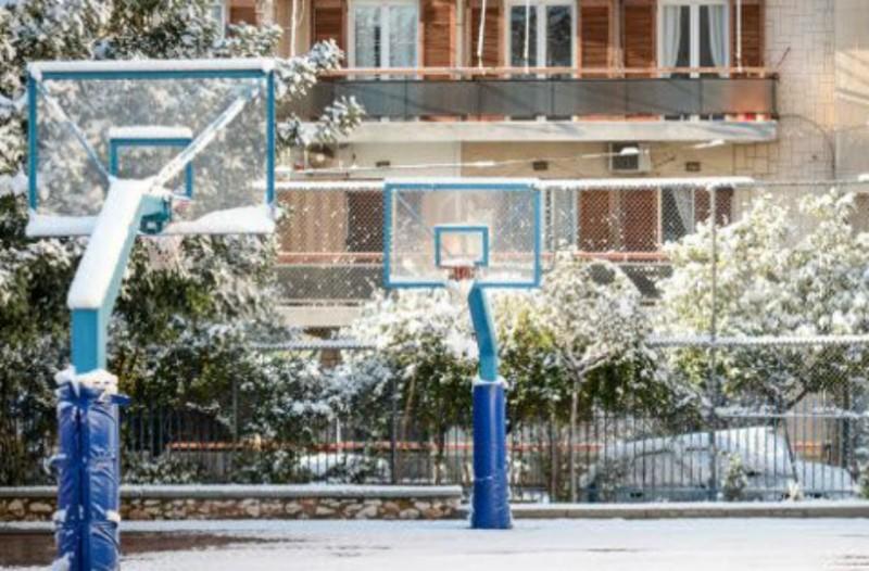 Θεσσαλονίκη: Μαθητής γλίστρησε στον πάγο και έσπασε το πόδι του την ώρα του διαλείμματος