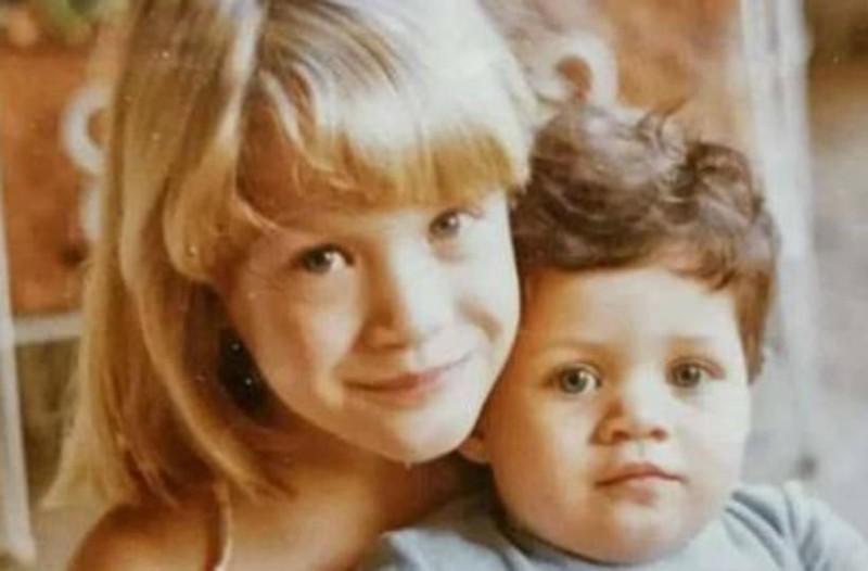 Αναγνωρίζετε το μικρό κοριτσάκι της φωτογραφίας; Είναι γνωστή Ελληνίδα ηθοποιός!