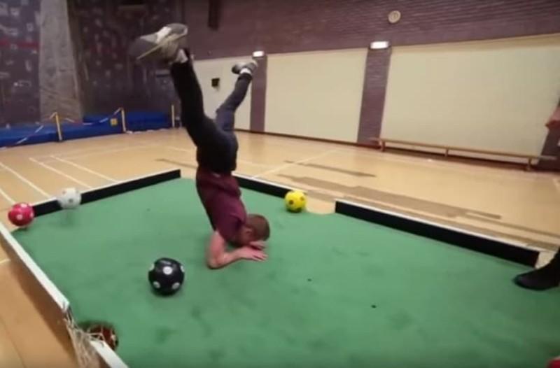 Μπιλιάρδο και ποδόσφαιρο μαζί; - Κι όμως γίνεται! (Video)