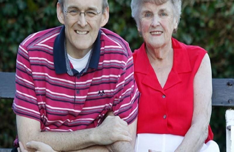 Με δύο μόνο τροφές κατάφερε να θεραπεύσει τη μητέρα του από το Alzheimer!