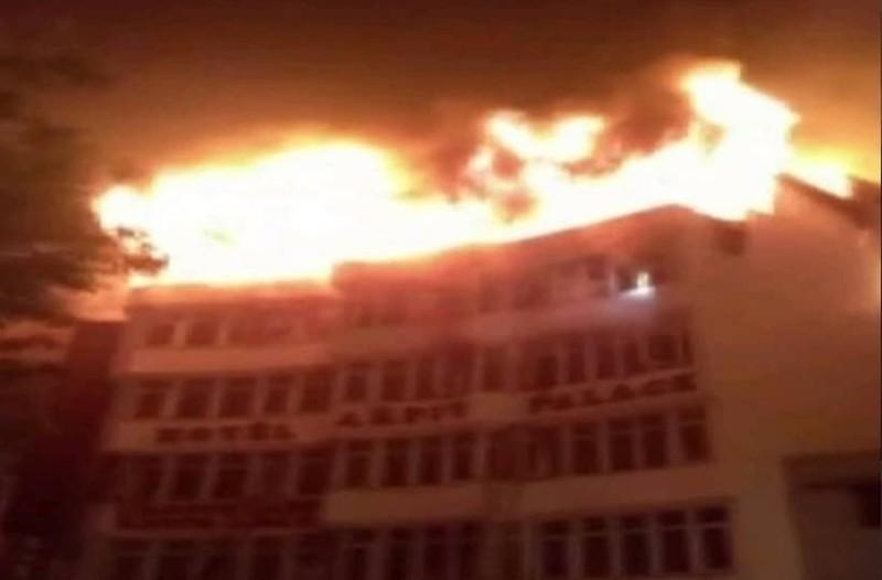 Τραγωδία στο Νέο Δελχί: Τουλάχιστον 17 νεκροί από φωτιά σε ξενοδοχείο!