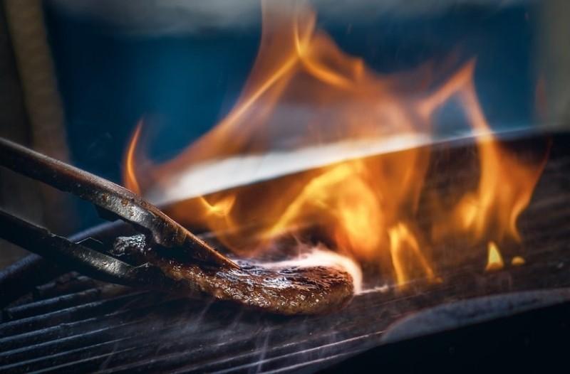 Πώς να φτιάξεις το πιο νόστιμο μπιφτέκι χωρίς κόπο