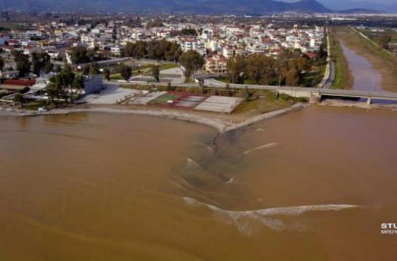 Αργολικός κόλπος: Βάφτηκε καφέ εξαιτίας της λάσπης!