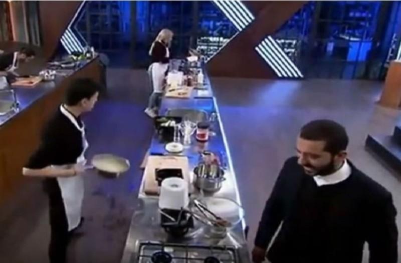H σαρκαστική ατάκα Κουτσόπουλου σε παίχτη την ώρα που μαγείρευε