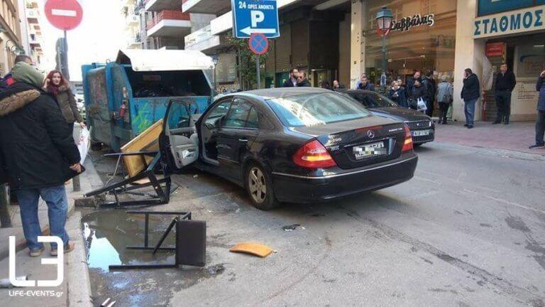 Σοκ στην Θεσσαλονίκη! Αυτοκίνητο έπεσε πάνω σε πεζούς! (photos)