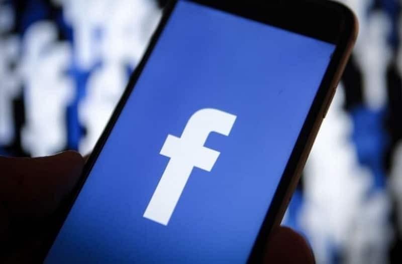 «Έπεσε» το Facebook