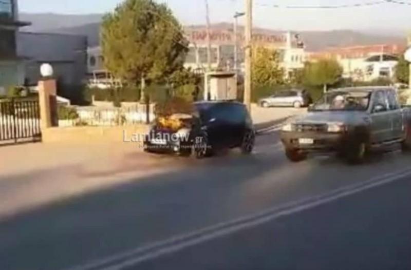 Λαμία: Aυτοκίνητο πήρε φωτιά καθ' οδόν!